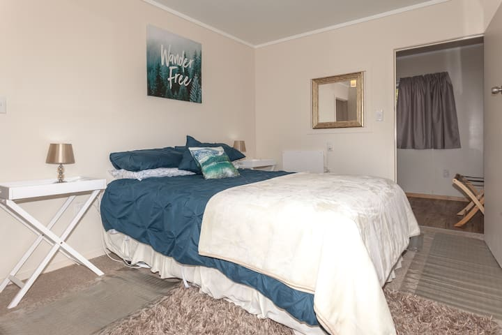 Riverside Accommodation Room 2