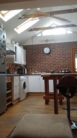 Cosy bedroom in a great location close to Uni