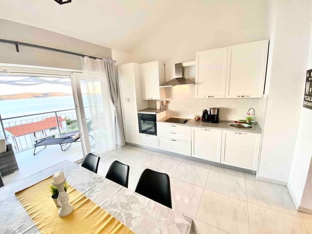 Apartment Larum 4*, Zavala, island Hvar, sea view