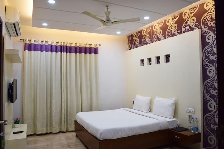 Well Furnished Room near Medanta & Fortis Hospital