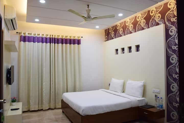 Well Furnished Room near Medanta & Fortis Hospital