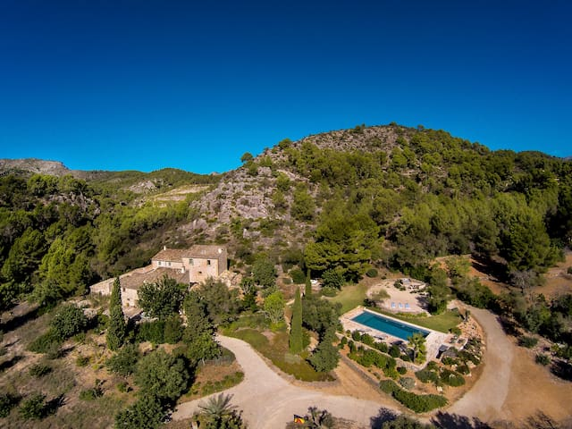 MAGNIFICENT 6BD FINCA WITH POOL IN PORT D'ANDRATX!