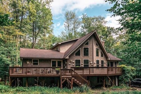 Pocono Dreams Close to the Lake w/Hot Tub & Sauna!