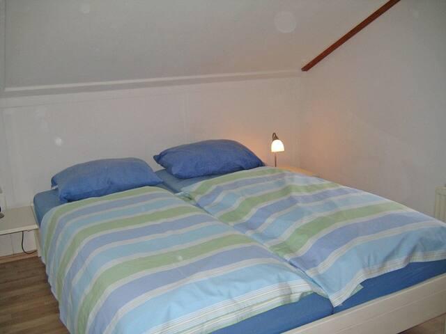 Schlafraum oben mit Doppelbett