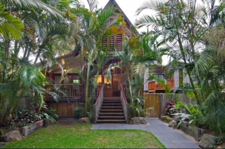 A PERFECT STAY - Longhouse - beautifully quirky