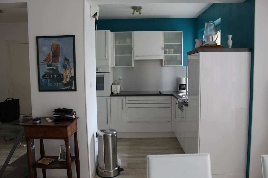 t2 de 50m2 plein centre de quimper flats for rent in quimper brittany france. Black Bedroom Furniture Sets. Home Design Ideas