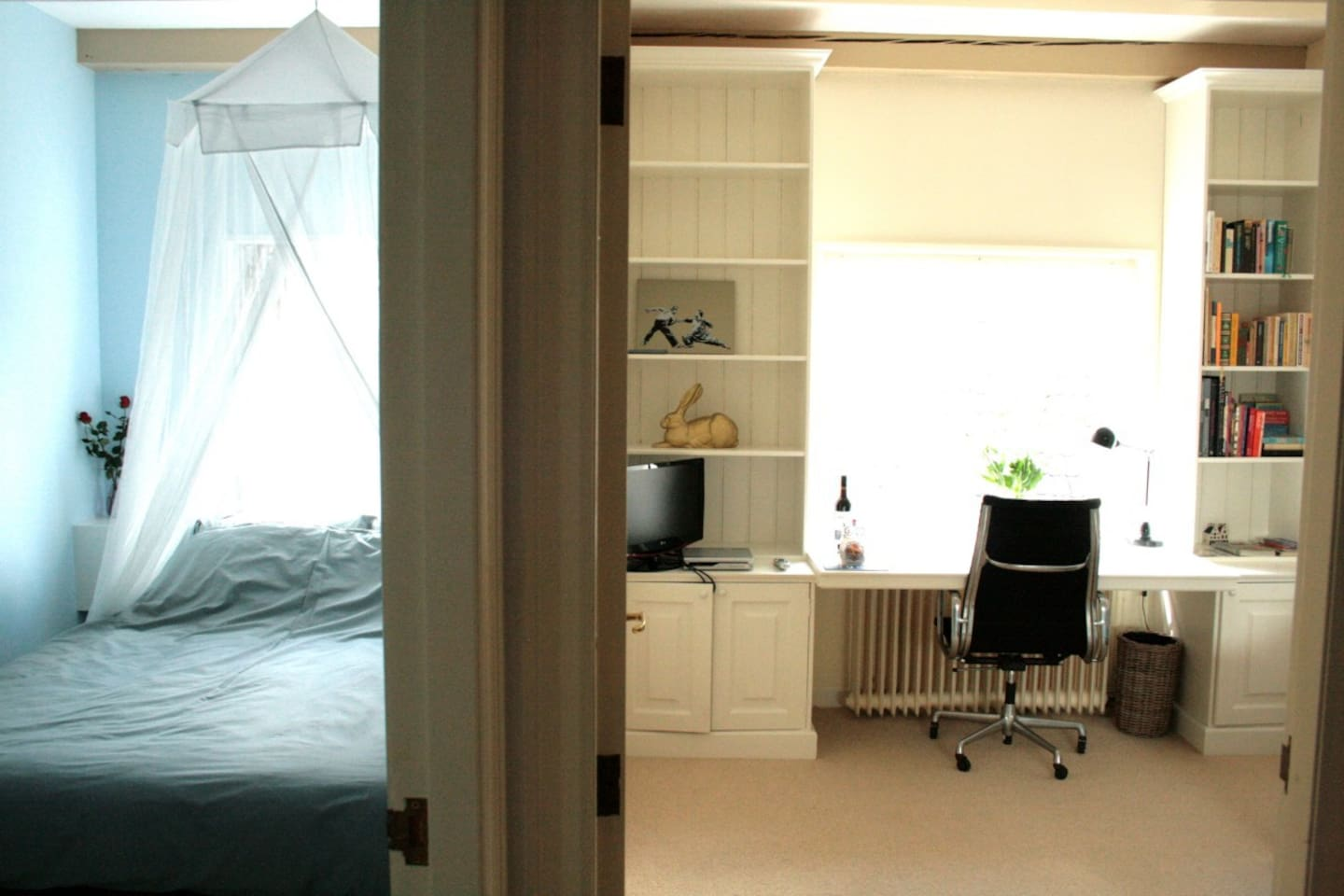 Your cosy home on beautiful canal Herengracht, right in the city centre - quiet and with lots of privacy