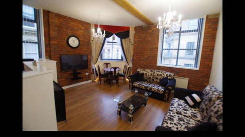 Luxury 2 bed oozing with character at The Works!
