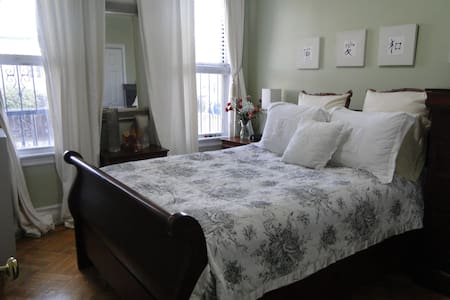 NYC COZY ROOM FOR AT LEAST 1 FEMALE