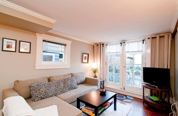Kitsilano Garden Suite West