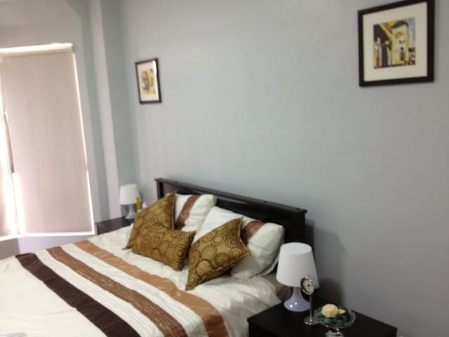 AIRPORT & CITY AREA  NEW CONDO WIFI - Pasay City - Appartement