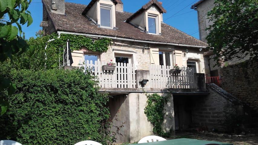 Maison au hameau de Montbogre - Saint-Désert - House