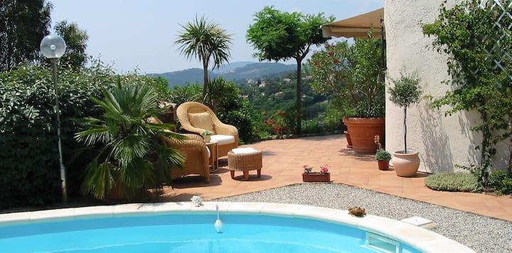 Ganze Villa mit Pool