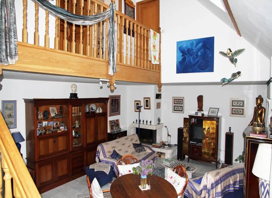 Le séjour et la coursive chambres