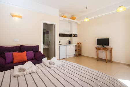 Double room with private bathroom. Chillout + WiFi - Torrellano - Kondominium