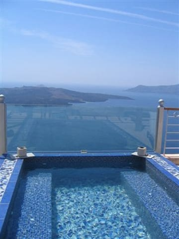 Suites in Fira Family suite - Thira - Bed & Breakfast