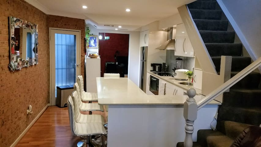 Redfern Relaxer - 3 air conditioned bedrooms - Redfern
