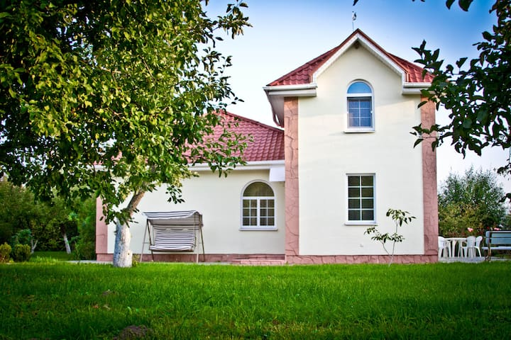 Cozy house near Kiev, 4 people - Soloviivka - Vila