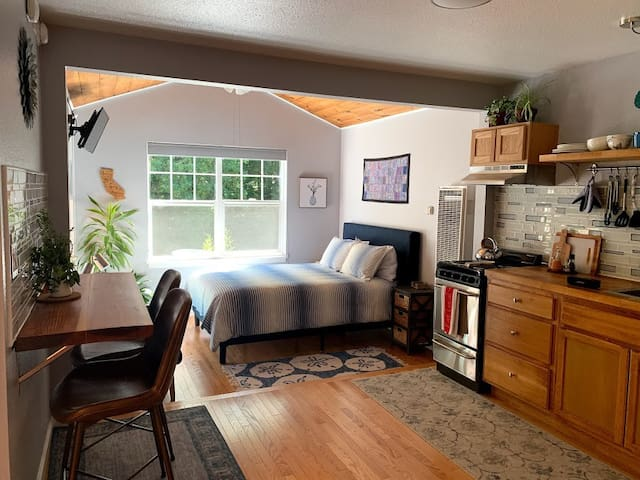 New! Mountain Cottage, Cozy and Well-Equipped