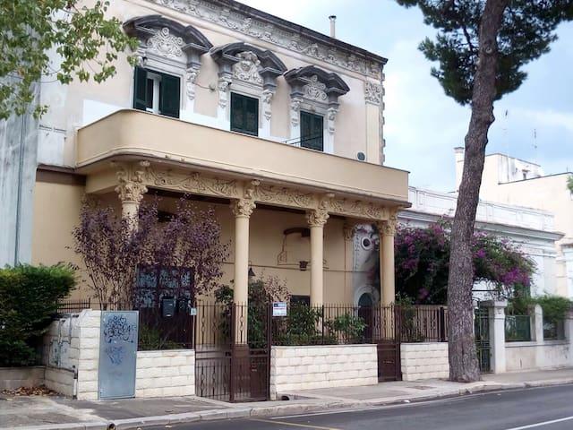 Casa fine 800 stile liberty - Bari - Hus