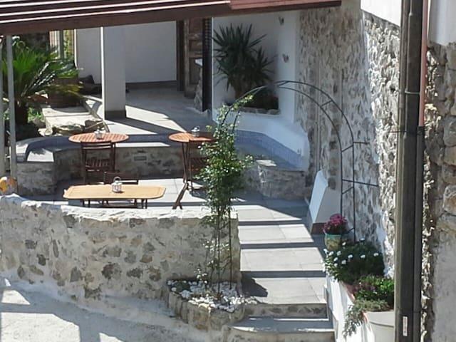 """Amalfi coast casa vacanza """"La Gioia """"CAMERA CAPRI"""