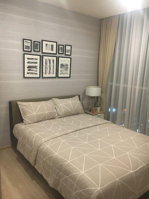 Nice bed room.