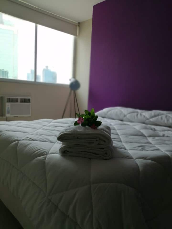 Habitación amplia en apartamento muy bien ubicado