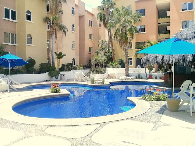 NICE APARTMENT CLOSE TO THE BEACH! - Cabo San Lucas - Apartamento