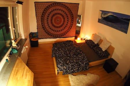 Gemütliche 2-Zimmer-Wohnung im Zentrum Würzburgs - Würzburg - Apartamento