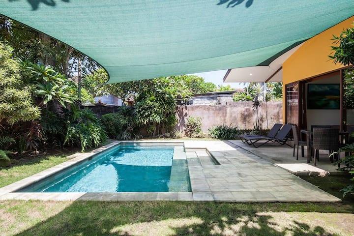 位于巴厘岛 Sanur 的精致1卧室泳池别墅