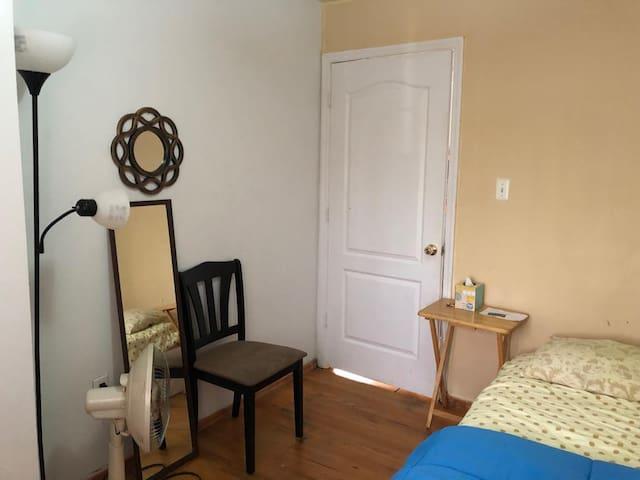 Cute room,  45min Manhattan,  20 LGA, 20 JFK 2Peop