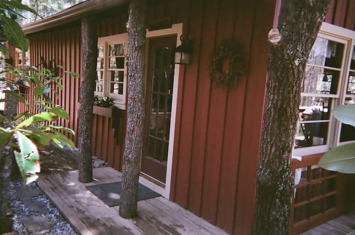 Bungalow retreat in Blue Ridge N.C  (PHONE NUMBER HIDDEN) - Lake Toxaway - บังกะโล