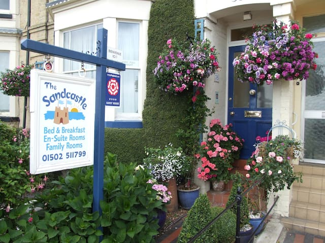 The Sandcastle Guest House - Lowestoft - Bed & Breakfast