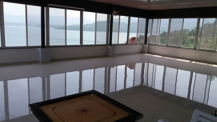 Shared Space overlooking Mulshi dam - Nandivali - Bed & Breakfast