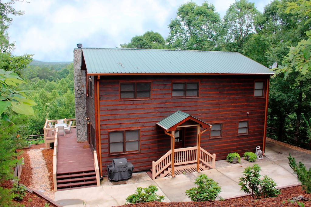 Spacious mountain lodge beautiful sunsets cabins for for 8 bedroom cabins in blue ridge ga