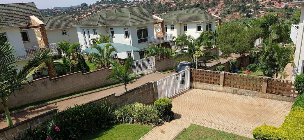 Comfy House with 3 bedrooms in Great Location - Kampala - Huis