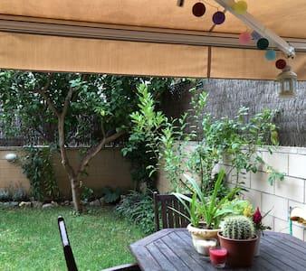 Habitacion en casa con jardin - Vilanona i la Geltru