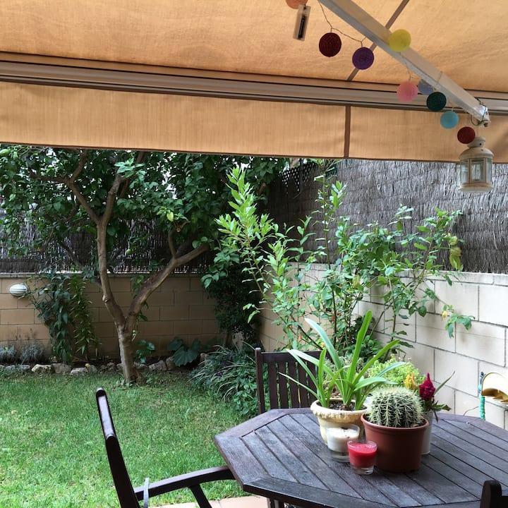 Habitacion en casa con jardin