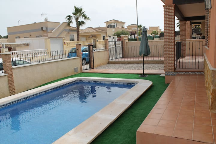 3 Bed Villa in Costa Blanca near Lo Romero Golf - Pinar de Campoverde - วิลล่า