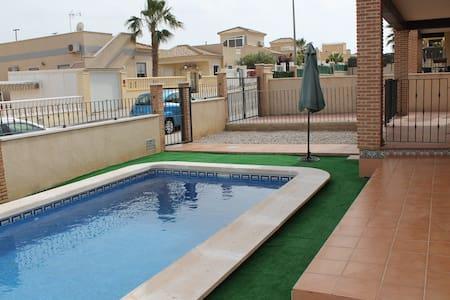 3 Bed Villa in Costa Blanca near Lo Romero Golf - Pinar de Campoverde - Casa de camp