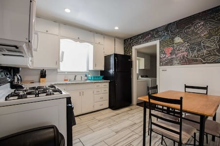 ◈ Bright Door Bungalow ◈ 2 BR/1BA ◈ Pet Friendly