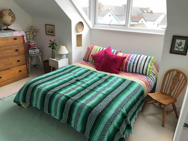 The Crowsnest - cosy and quirky central attic flat