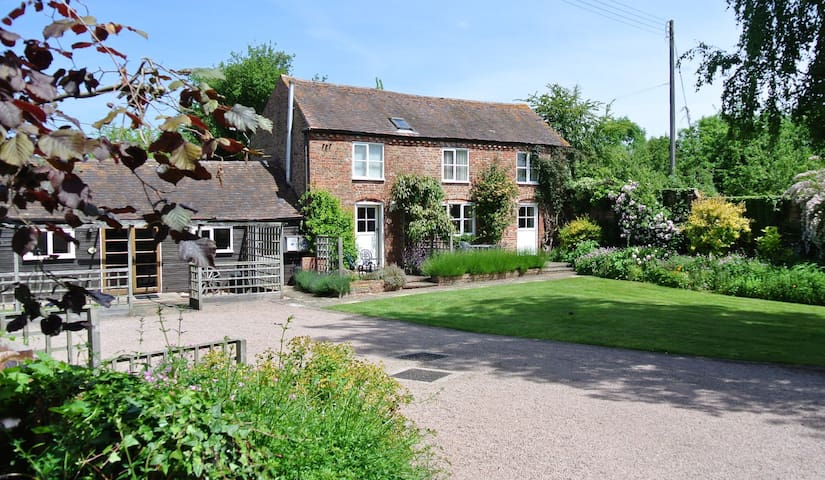 Rural Bliss in Traditional Converted Barn - Ledbury - Huis