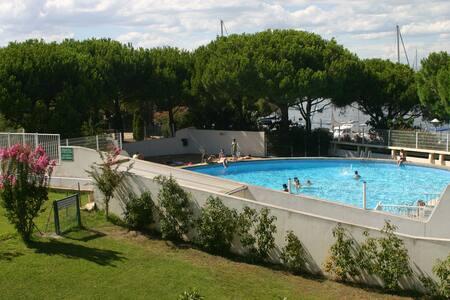 Beau T2 Port Camargue avec piscine