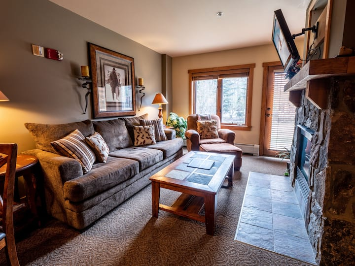 Red Hawk Lodge 2210 Walk out patio, great location, perfect for a couple!