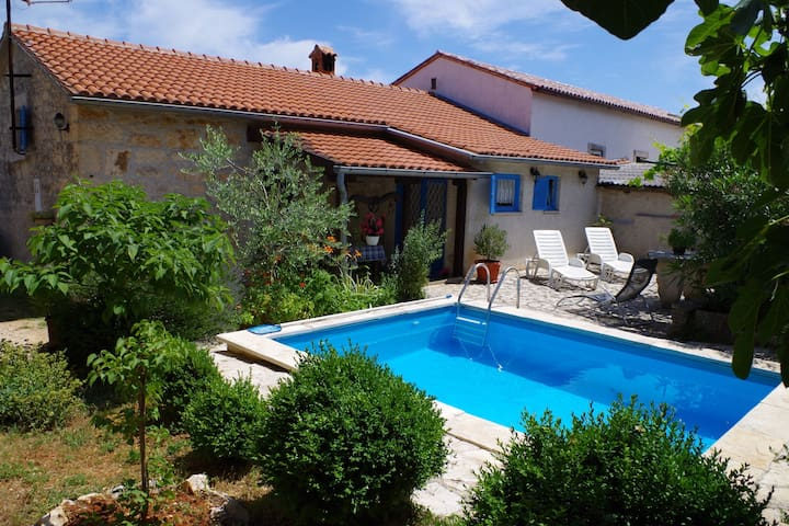 Holiday villa with private pool in authentic agricultural and fishing village Rakalj