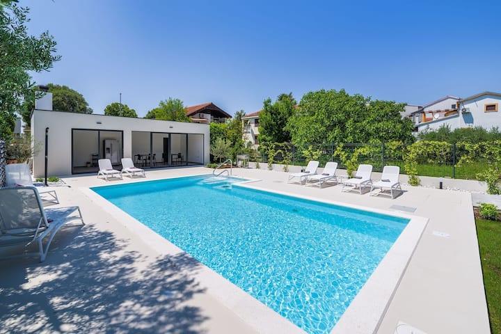 Modern Villa in Bibinje with Terrace