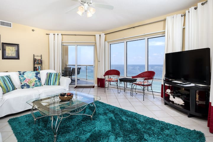 Condo Located In Pensacola Beach, Community Pools & Other Amenities!