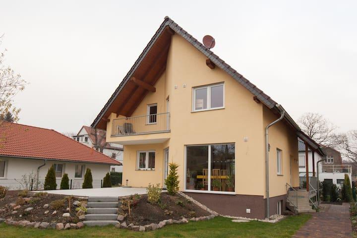 big familia house in east of Berlin - Berlin - House
