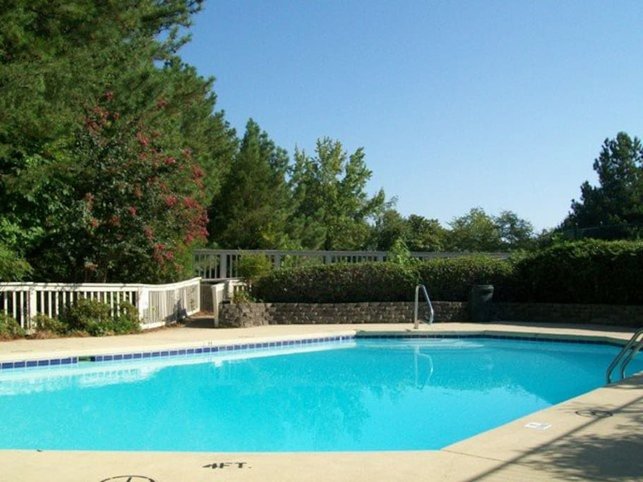 Room in 2 story townhouse apartments for rent in chapel for Pool show rosehill